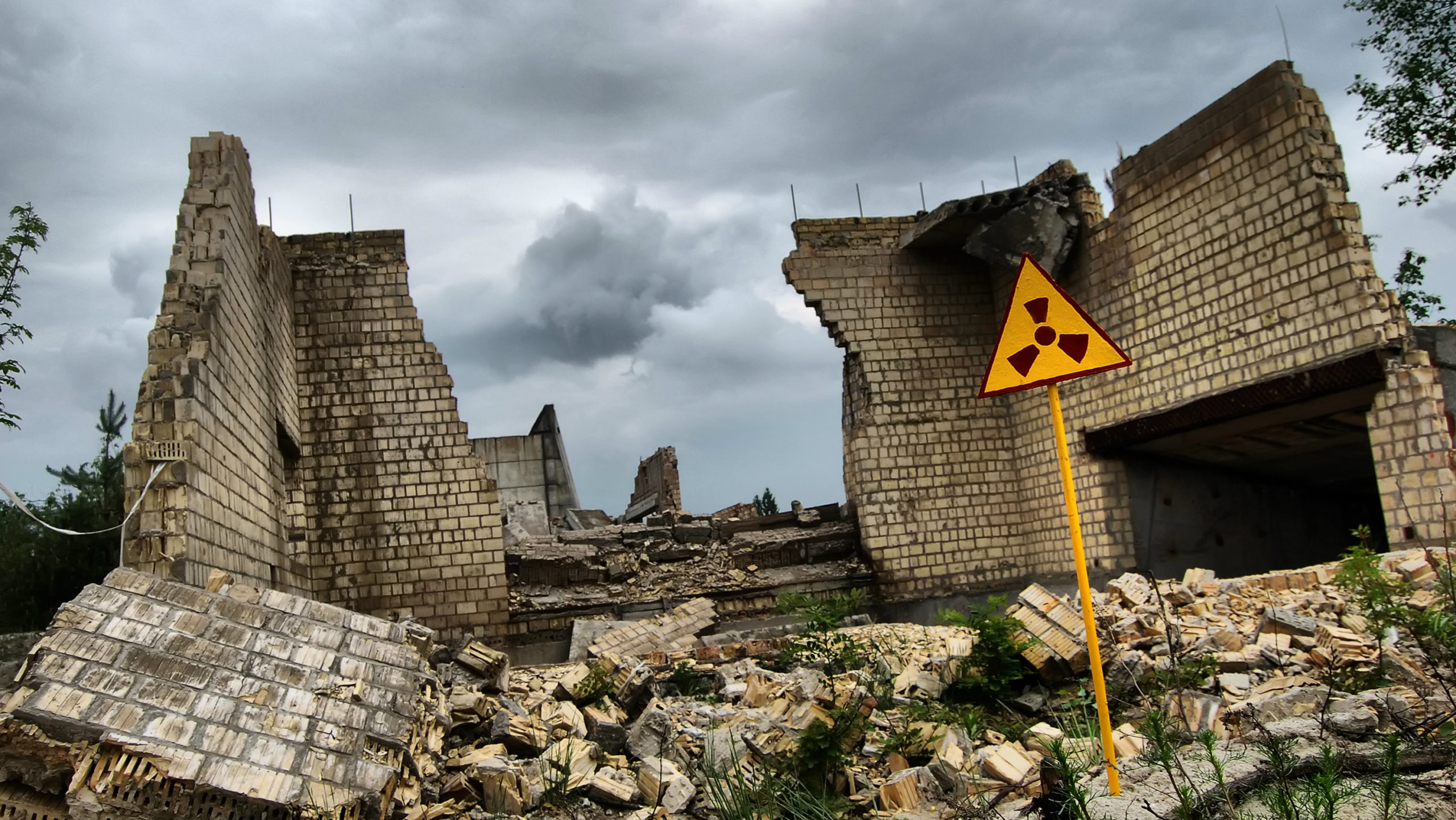 Chernobyl and Fukushima disasters: What happens to nuclear ...