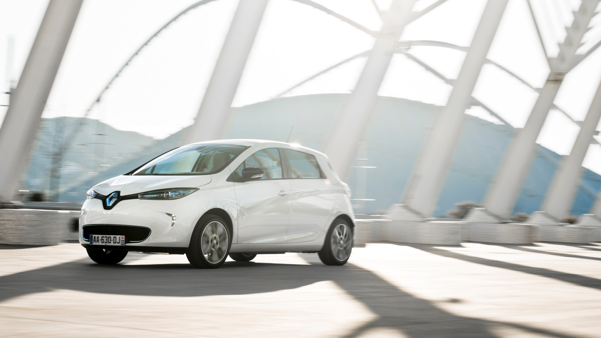 Nissan Leaf Vs Renault Zoe Which Electric Vehicle Is Best