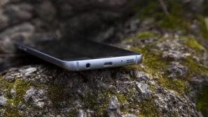 Samsung Galaxy S7 review: Bottom edge