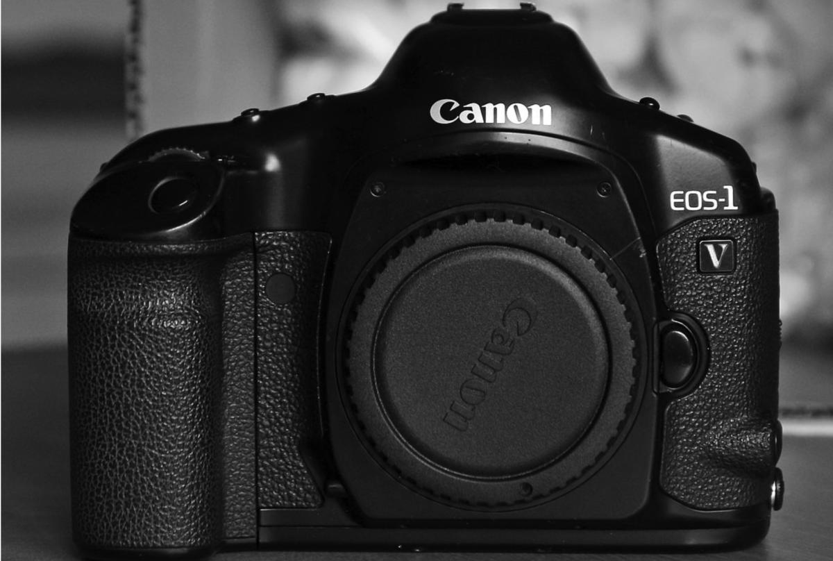 Canon EOS-V1